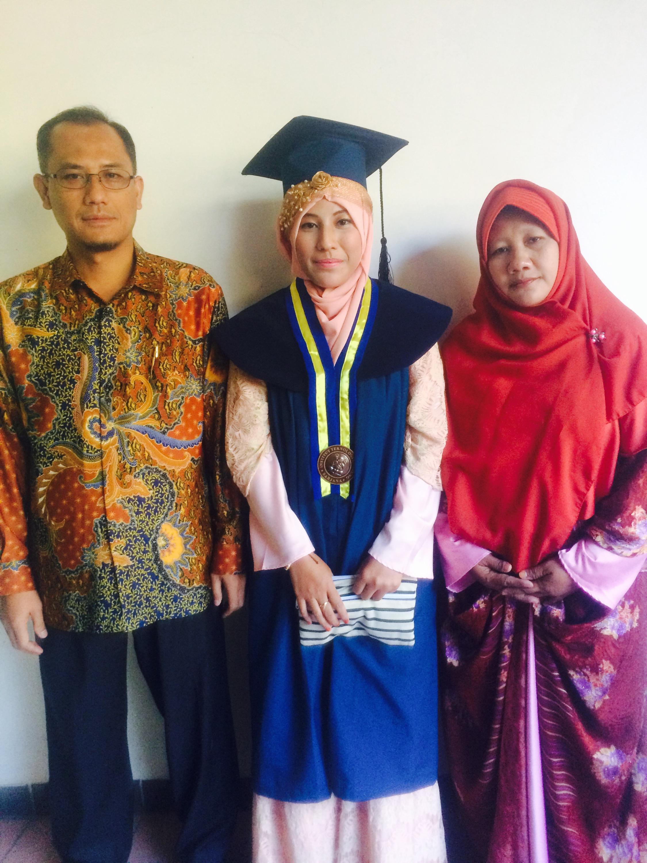 Model Baju Muslim Batik Keluarga Untuk Acara Wisuda Terbaru